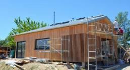 Le bois. Construction écologique. Façade Est en ossature bois.